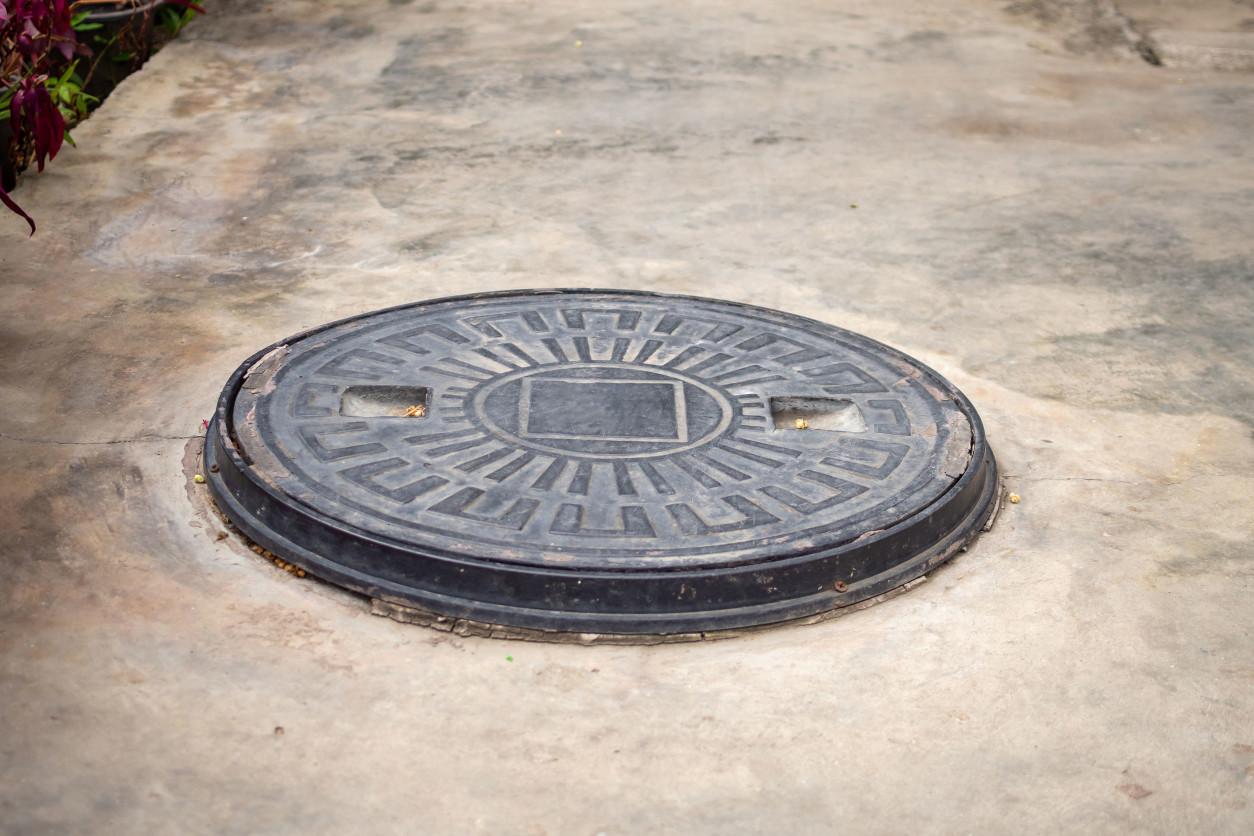 化糞池若沒有定期清潔乾淨、或是投藥,也容易孳生蚤蠅與蚊蟲、蟑螂等