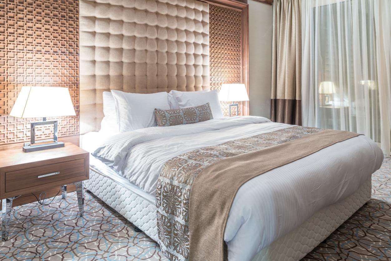 臭蟲經常藏匿在床頭板與牆壁間隙,床墊與枕頭的接縫間,電器或是抽屜類的縫隙。